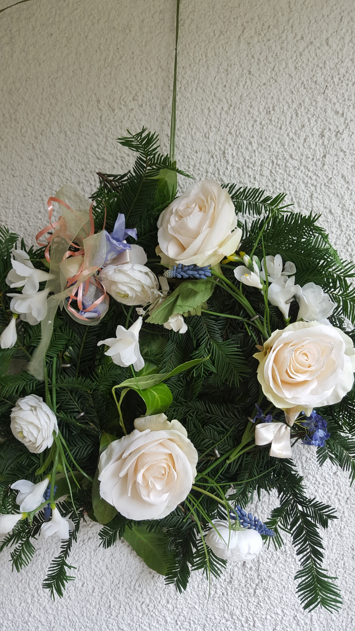 Wrap a Wreath of W(hite)Roses